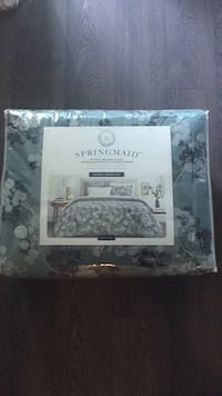 White and gray floral bed sheet set and comforter Toronto, M2N 0J7