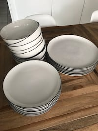 Royal Doulton dinner set like new condition Vaughan, L6A 4B7