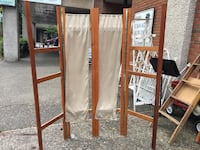 Brown wooden frame with gray curtains 邓肯, V9L