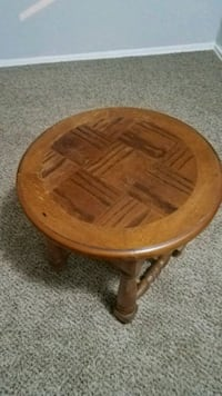 wooden round heavy end table Oklahoma City, 73139