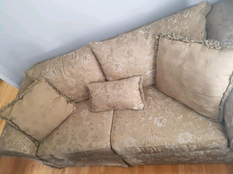 Love seat and sofa  b30b72c9-94d4-4fdc-a185-a6df4895fd66