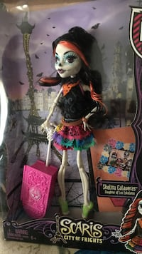 Scaris City of Frights doll in box
