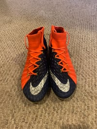 Pair of red-and-blue nike cleats 525 km