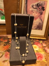 Pretty! Silver Pearl Necklace with Diamond Crystals