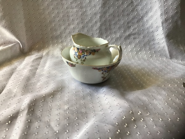 Vintage Creamer and Bowl af1bc04e-ae64-4c45-9567-623ca214f8a9