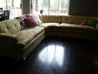 Beautiful vintage sectional couch McHenry, 60050