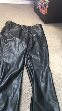 LeatherLook pants Winnipeg, R2P 1G7