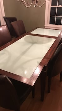 Dinning room table Brentwood, 03833