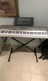 Battery powered keyboard and stand  Richmond Hill, L4C 9J3
