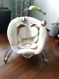 baby's white and gray Fisher-Price bouncer null