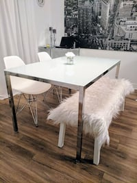 Set de table chrome avec chaise et banc