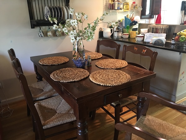 Farmhouse dining table - folds out to double size. 5 chairs