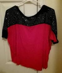 Red and Black top size S-M Cheyenne, 82007