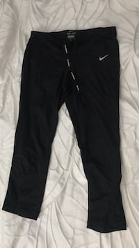 Size medium Nike Dri-Fit leggings in mint condition. Great for running!  Calgary, T2R