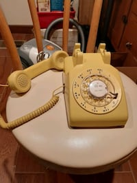 Vintage Yellow Rotary Phone. VIEW PICS & COMPARISONS  FOUND. Cedar Crest