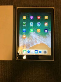"IPad 9.7"" 6th gen 32gb + Wi-Fi  Edmonton, T5X 4K9"