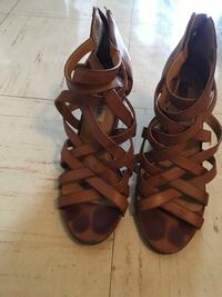 pair of brown leather open-toe strappy heels Vancouver, V6G 2H1