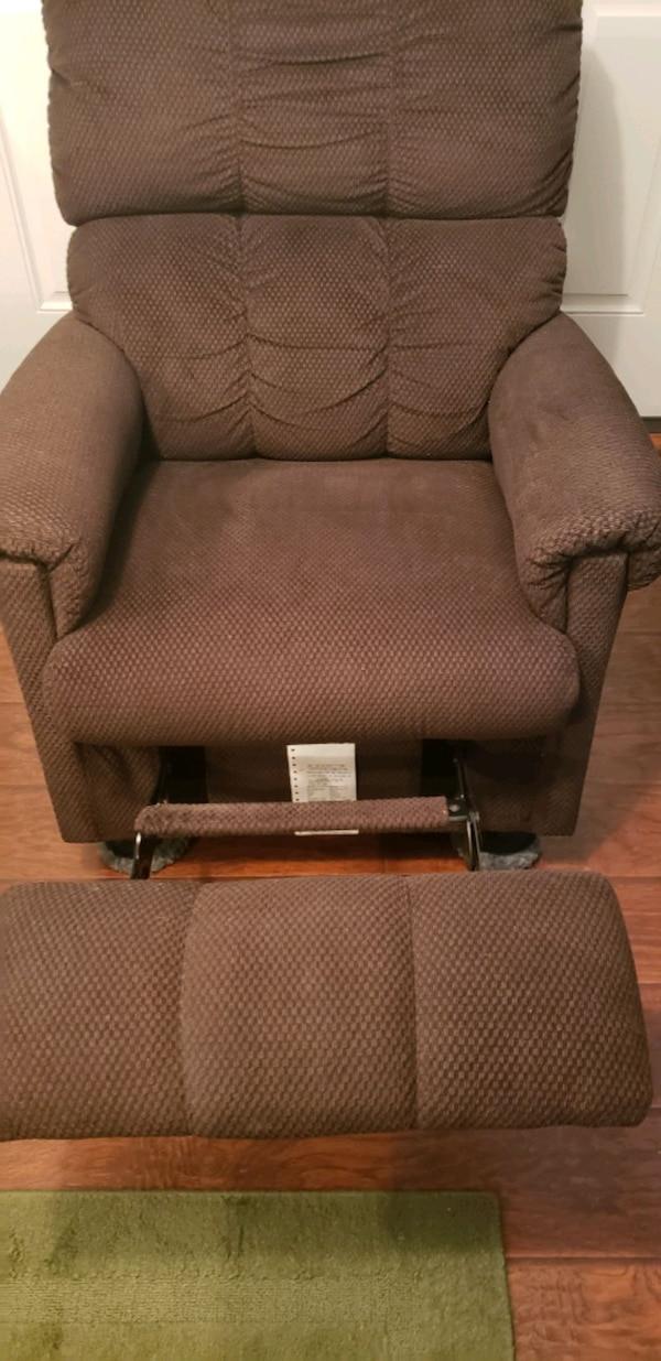 Recliner 4de6cdd6-894a-4be8-8023-92262838e650
