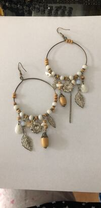 pair of gold-colored beaded earrings Doveton, 3177