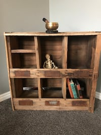 Old wooden cubby Sandy, 84094