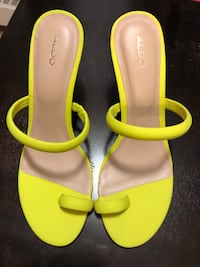 BRAND NEW NEON LIME HEELS. Size 8.