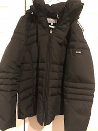 black zip-up bubble jacket Woodbridge, 22192