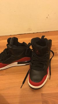 Red black and white jordans size 5.5 Reston, 20191