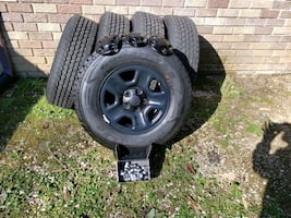 5 new 245/75R17 Goodyear Wrangler tires and 2019 Jeep Wrangler  bumper
