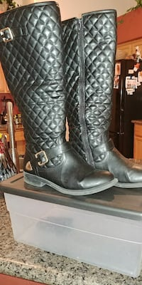 pair of black leather boots North Las Vegas, 89084