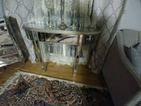 MIRRORED TABLE. VANITY  St. Catharines, L2P 3X3