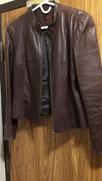 Daniel leather jacket.  Size large chocolate brown  Leamington