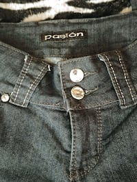Women's Jeans  Uxbridge, L9P 1R1