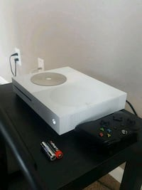 white Xbox One console with controller 1285 mi