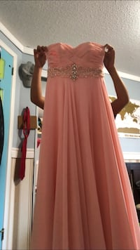 Size 6 Peach Prom Dress Guelph, N1E 6Y3