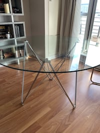 Modern glass circle dining table