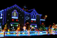 Light decoration installs Des Moines