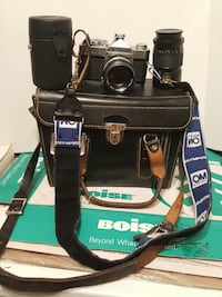 Vintage Konica Camera with case and len Macon, 31204