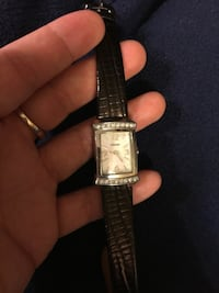 Pulsar Mother of Pearl face ladies Watch. Has a brand new battery.