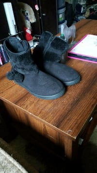 pair of gray sheepskin boots Laurel, 20707
