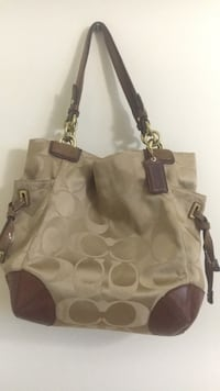 Women's brown coach purse St Catharines, L2T 3Y7