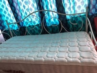 Twin spring Mattress for Sale-Moving Sale!!!!!!!!!!! Montreal
