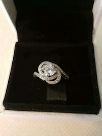 Gorgeous sterling silver pave ring Whitby, L1N 8X2
