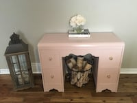 Refinished vintage desk-makeup table St Catharines, L2R 4A5