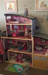 Huge dollhouse Calgary, T3J 5G8