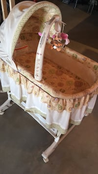 baby's white and brown bassinet Boonville, 13309