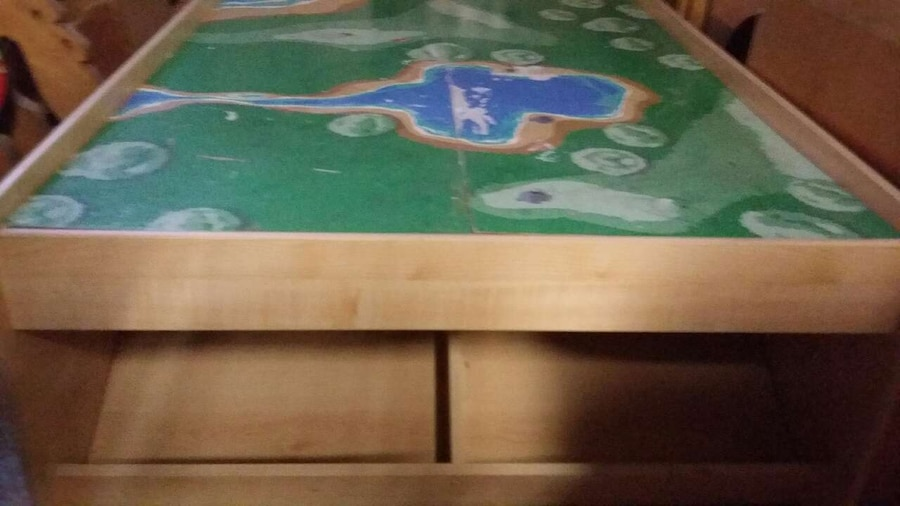 Letgo green and blue game table in canton oh for Table 6 in canton ohio