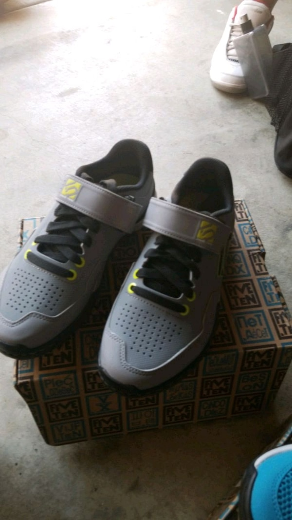 5659358e4f3 shoes new never used size 5