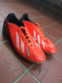 Soccer cleats