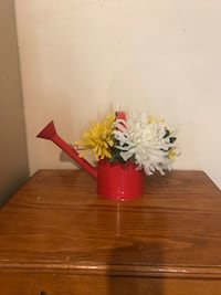 Water can w/flowers Olive Branch, 38654