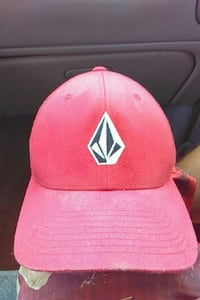 red fitted cap Los Angeles, 91607
